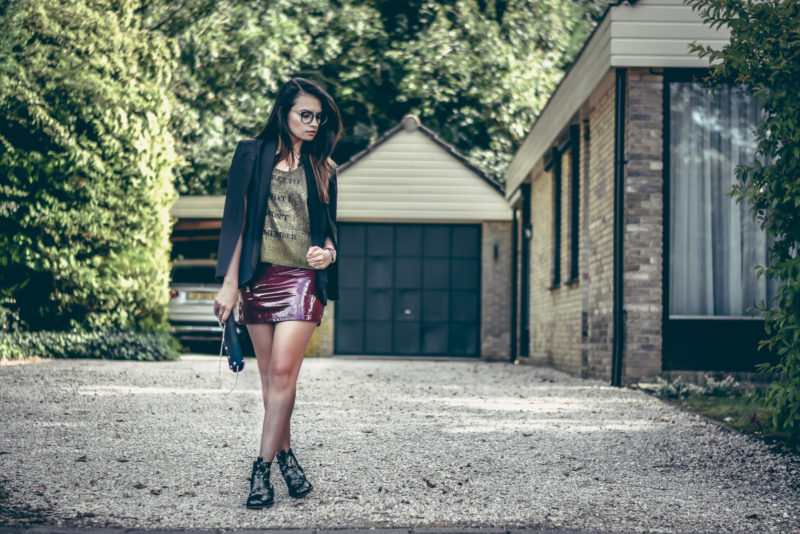 black-blazer-latex-maroon-skirt-black-boots-glasses-shrads-com0485