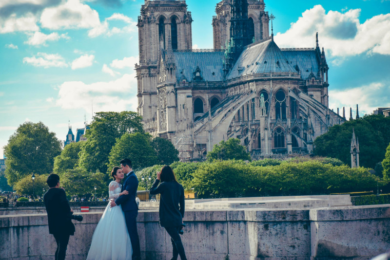 Wedding Shoot behind Cathédrale Notre-Dame de Paris