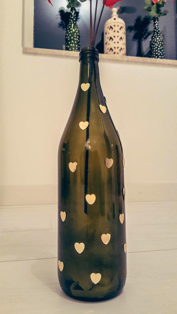 Diy how to reuse wine bottles as flower vases shrads for Wine bottle flower vase