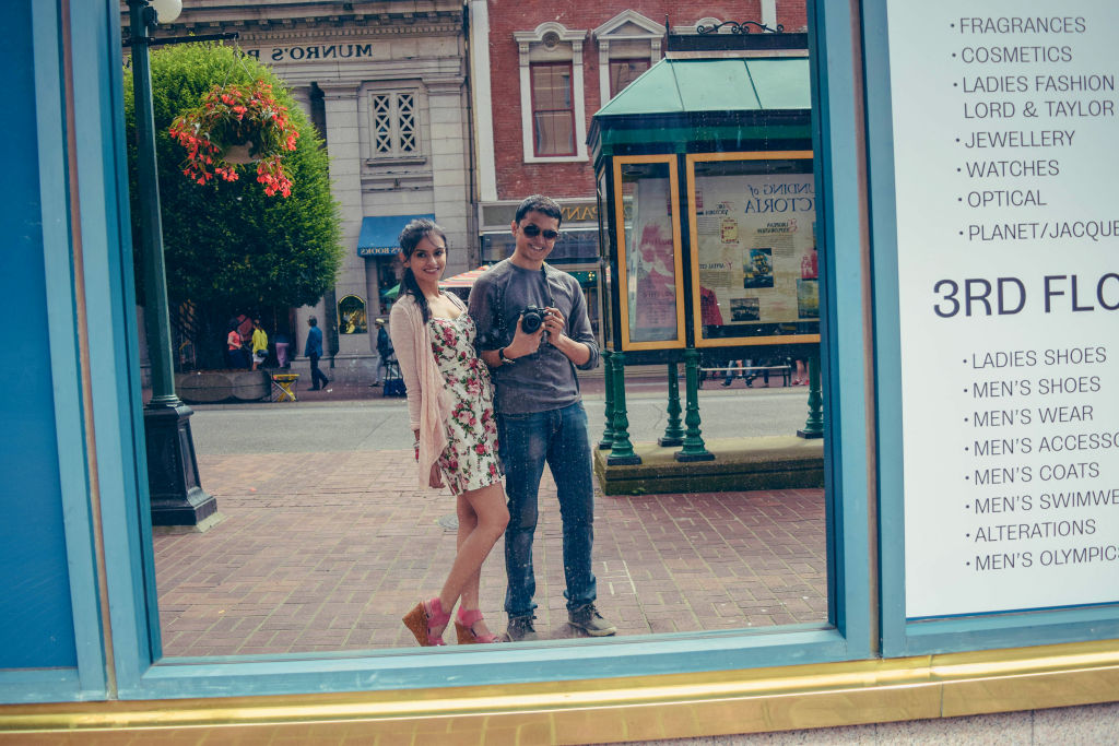 couple phoot mirror reflection